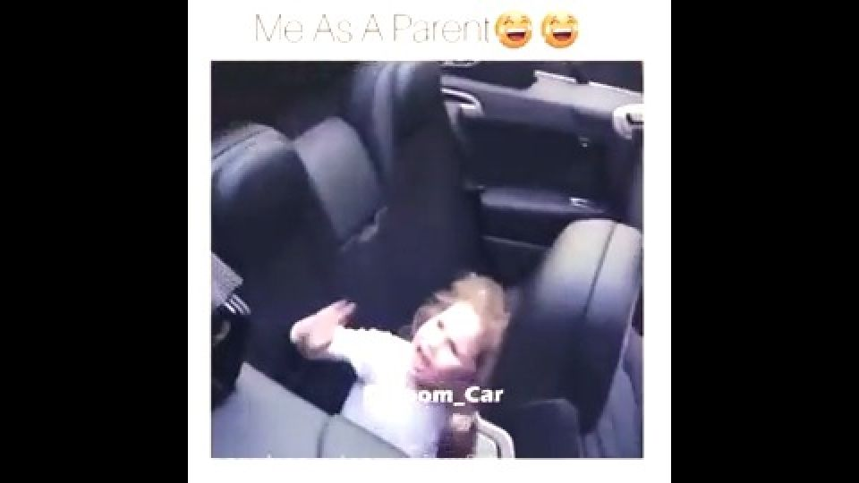 ویدانما : شبکه اجتماعی چند رسانه ای - ترسیدن بچه از سقف متحرک ماشین